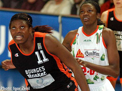 Mudju Ngoyisa (Bourges Basket, left) and De Lisha Milton (Gambrinus Sika Brno)