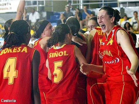 Spanish players celebrating their 58-52 triumph over Serbia & Montenegro in the Final of the European Championship for U16 Girls 2004