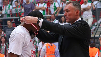 FIBA Europe Secretary General Kamil Novak hanging the gold medal around Lamayn Wilson's neck