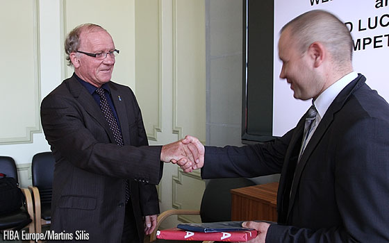 Tournament Commissioner Pierre Brys and Jurijs Hadakovičs,  the Third Assistant of the Chairmen of Liepaja City Council
