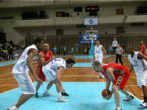 Who got the ball? Players of Dynamo and SLUC Nancy are fighting for a rebound