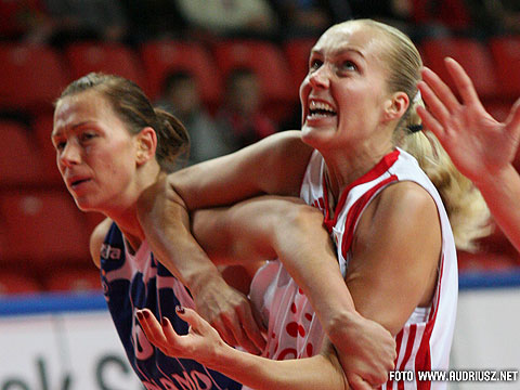 Yelena Leuchanka (TEO Vilnius, right) and Ieva Kublina (Dynamo)