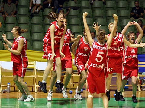 Polish team celebrates bronze medal