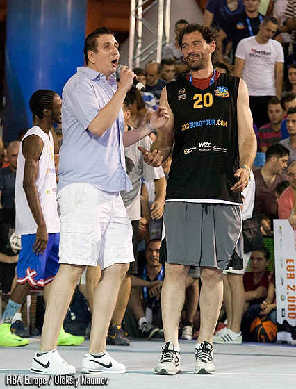 Jorge Garbajosa was the ONLY disappointed spectator of the event as he complains to the host he did not get to see Justin Darlingtons winning dunk