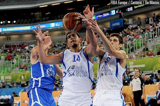Kerem Kanter and Rade Zagorac fighting for the rebound for Team White
