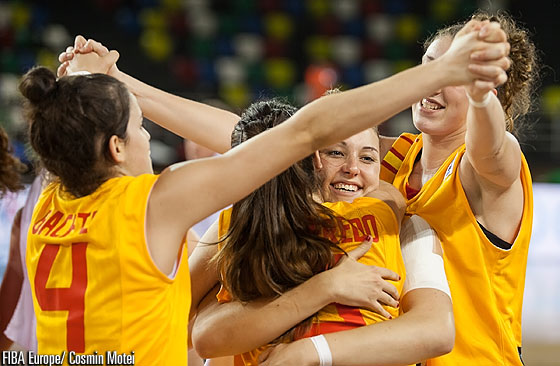 Spain celebrate their advancement to the semi-finals