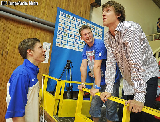 6. Radovan Kouril (Czech Republic) and FIBA Europe Young Player of the Year Jan Vesely