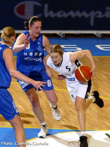 Allison Tranquilli drives against the USVO defense of Suzy Batkovic