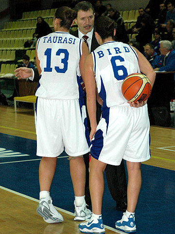 Dynamo Moscow coach Boris Sokolovsky with Diana Taurasi and Sue Bird