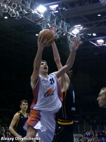 Zakhar Pashutin (Ural Great) goes to the hoop