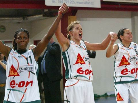Taj McWilliams, Ivana Vecerova and Alicia Poto (all Brno) celebrate qualification to the 2005 Final Four