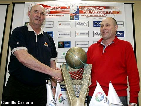 Brno coach Jan Bobrovsky (left) and Samara Coach Igor Grudin shake hands before Sunday's EuroLeague Women Final.