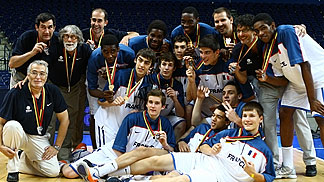 France posing with their silver medals