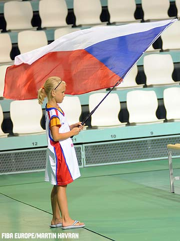 A young Czech fan shows her support