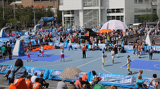 The Netherlands Basketball Federation jumped on the streetball bandwagon in 2009 and made the Streetball Masters Tour an instant success. The Final, held in the city centre of The Hague, draws lots of public.