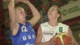 In the battle of the centers, Brno's Jana Vecerova (right) had 14 points to Ann Wauters' 12