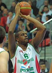 William Thomas (Pinar Karsiyaka)