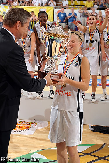 FIBA Europe President Olafur Rafnsson presenting the trophy to Belgium captain Julie Vanloo