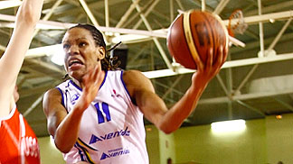 11. Monique Currie (Perfumerias Avenida)