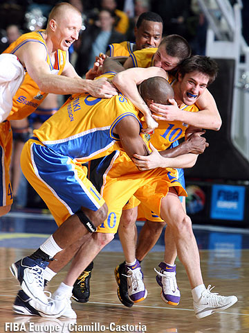 BC Khimki players celebrating after their triumph over Dynamo St.Petersburg in the Semi-Final of the EuroCup 2006.