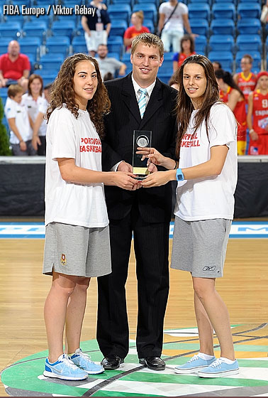 Ines Pinto and Daniela Domingues accept the Fair Play Award for Portugal