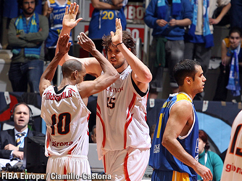 Marc Gasol and Ariel Mc Donald (Akasvayu Girona) celebrating