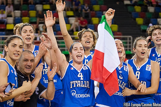 Italy celebrate their quarter-final berth