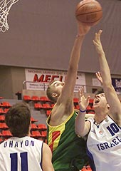 Martynas Andriuskevicius (LTU) with one of his 10(!) blocks against Israel