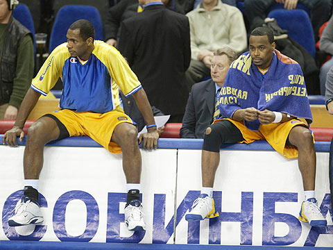 Melvin Booker and Oscar Torres (BC Khimki)