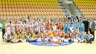 The FIBA Europe ambassadors rolled their sleeves up in Ekaterinburg to help out at the UMMC Academy