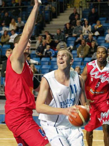 Heiko Niidas (Tallinn) is focusing the basket