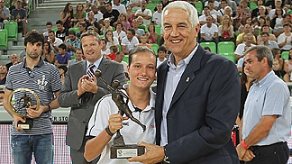 Nika Baric receives the Young Womens Player of the Year award from FIBA Europe Secretary General Nar Zanolin