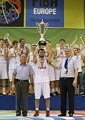 Jakub Koelner receiving Poland's champions trophy