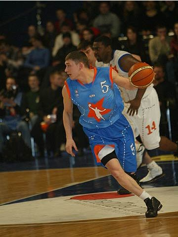 Hometown boy Andrii Lebediev (Europe) at the 2004 FIBA Europe League All Star Day in Kyiv