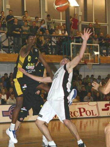 Nestoras Kommatos (left) and Samir Leric fight for the loose ball