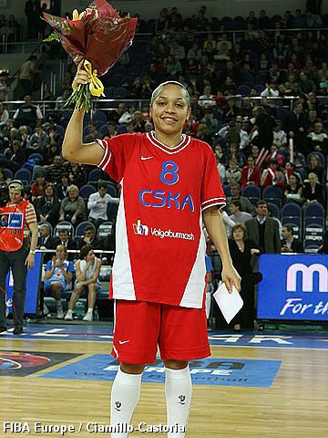Three-point shoot-out contest winner, Edwige Lawson-Wade