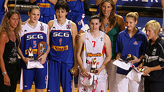 The All-Tournament Team of the UMCOR U18 European Championship Women (from left to right) together with Amaya Valdemoro (left) and Elisabeth Cebrian: Sonja Petrovic, Jelena Milovanovic (both SCG), Anna Carbo (ESP), Katerina Elhotova (CZE) and Frida Eldebr