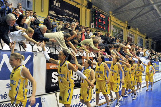 Good Angels Kosice celebrating their win against Beretta-Famila Schio