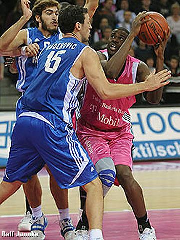 Kenyetta Allen Johnson (Telekom Baskets)