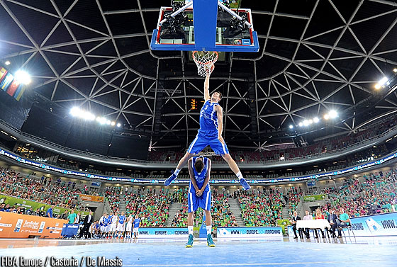 Yevgen Sakhniuk performing one of his dunks in the slam dunk contest