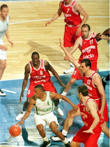 Tyus Edney (BC ZALGIRIS KAUNAS) at the 1999 EuroLeague Final Four in Munich