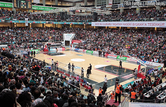 11,000 fans at Kadir Has Kongre ve Spor Merkezi set a new attendance record for a European women's basketball game