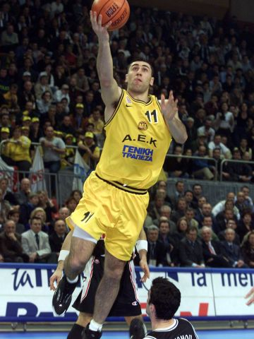 Dimosthenis Ntikoudis (AEK BC ATHENS) at the 2000 Saporta Cup Final