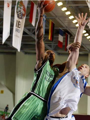 Glen Whisby (Tuborg) had 18 points and 10 rebounds in the game for the 3rd place