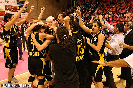 Elitrzur Ramla Celebration - EuroCup Women 2011 Final - Trophy