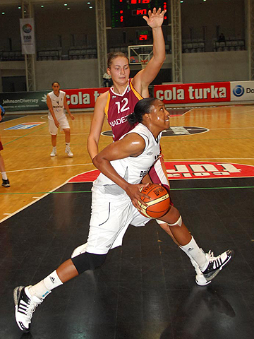 Laura Ashley Harper (Besiktas Cola Turka)