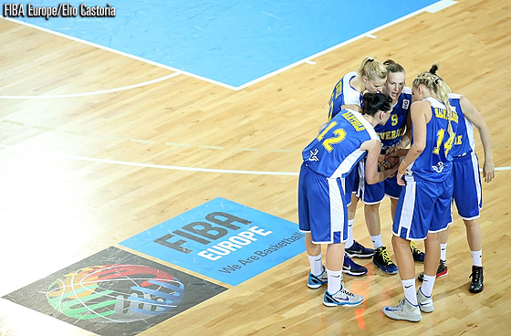 Sweden come together in a huddle during their classification game against Belarus
