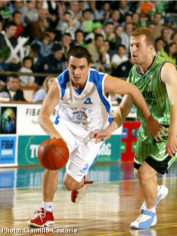 Nenad Djoric (left) of Dynamo Moscow Region and Tuborg's Hakan Köseoglu