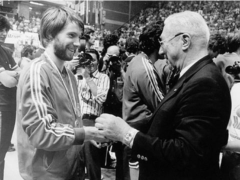 FIBA Secretary General William Jones with Yugoslavia's Zoran Slavnic