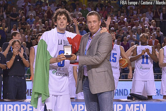 Tonu Seil, Ministry of Culture of Estonia presenting Amedeo Della Valle the MVP award